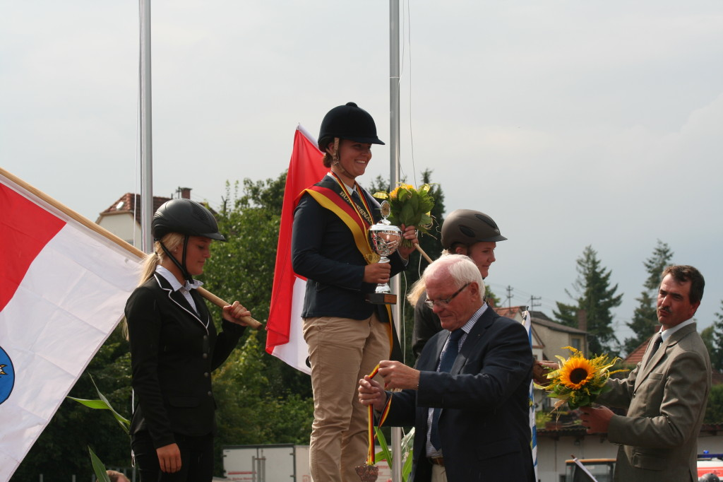 Siegerehrung Deutsche Jugendmeisterschaft Pony-Fahren